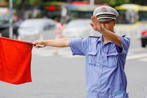 珠海驾校:要拿驾照要先当交通协管员