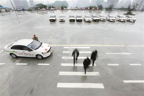 重庆驾校整改增设模拟场景 学校转盘斑马线全都有